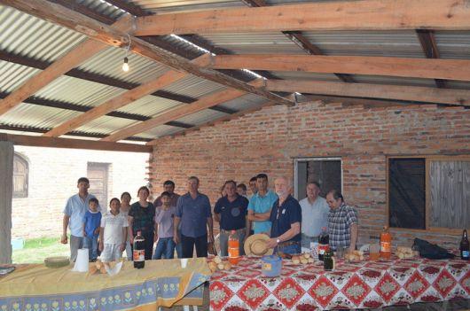 Finalizó colocación de techo en salón comunitario de Paso San Juan