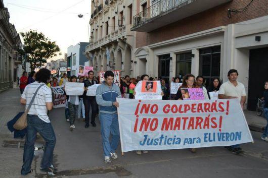 Movilización al juzgado para pedir justicia por Elizabet Verón