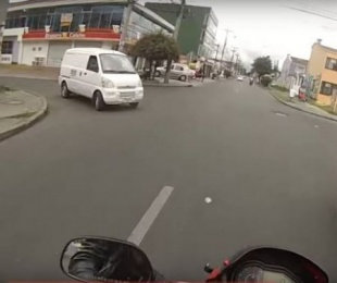 foto: Persiguió a ladrones en su moto y se ganó una medalla