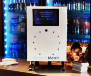 foto: Un bar ofrece test de alcoholemia antes de la vuelta a casa