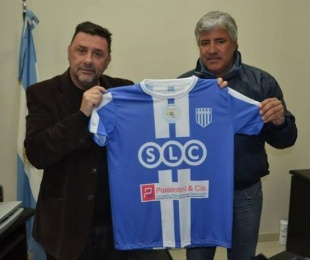 foto: Sanánez hizo entrega de camisetas para Sportivo