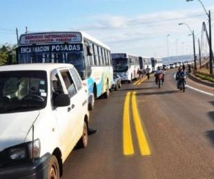foto: Masivo cruce a Paraguay para cargar combustible más barato