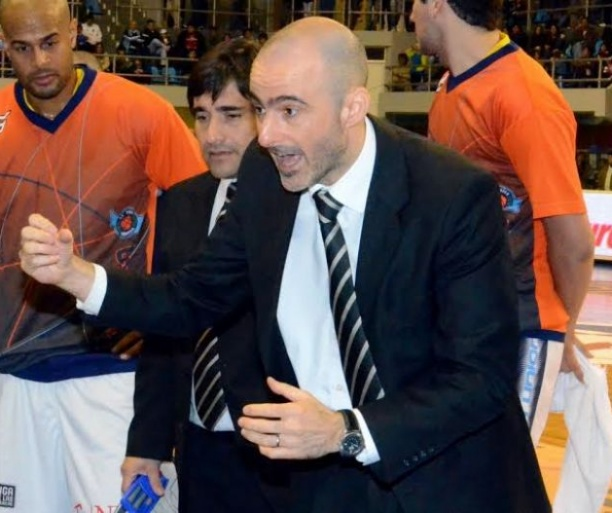 foto: Gabriel Piccato flamante técnico de Regatas Corrientes