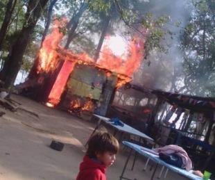 foto: Feroz incendio produjo graves pérdidas a un comedor comunitario