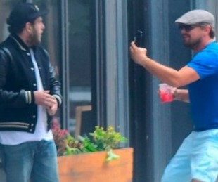 foto: La broma de Leo Di Caprio a a Jonah Hill en plena calle