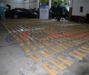 foto: Incautaron 700 Kilos de droga de una camioneta abandonada