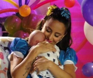 foto: Así presentó Lourdes Sánchez a su hijo Valentín