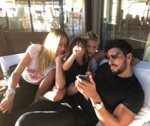 foto: La primera foto de Moyano con las hijas de Nicole