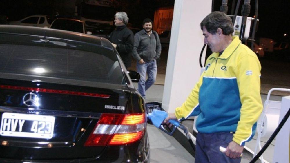 foto: Oil, la primera bandera en aumentar combustibles