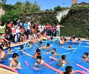 foto: Niños visitaron por primera vez la pileta del club Argentino