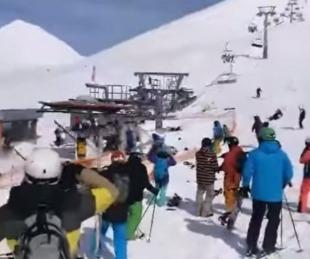 foto: Una aerosilla funcionó al revés y lanzó a los esquiadores