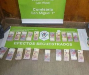 foto: Entregó a la policía $300 mil pesos robados por su marido