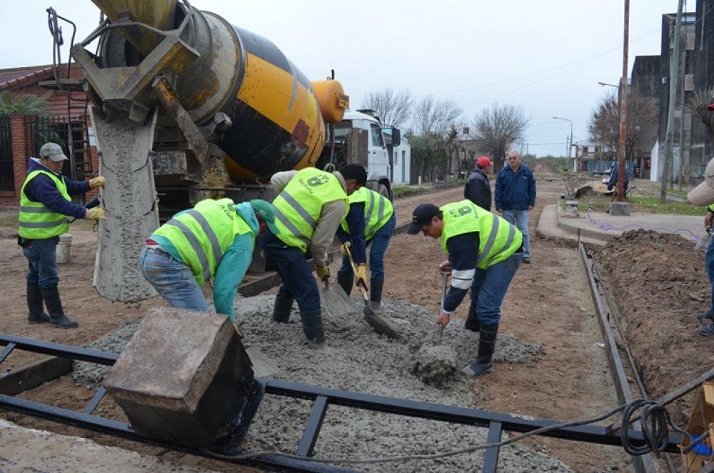 foto: Avanza pavimentación de 120 metros de la calle José Gómez al Sur