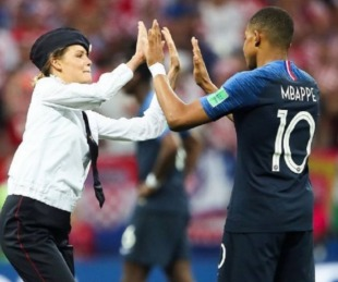 foto: Pussy Riot, el movimiento feminista que invadió la final del Mundial