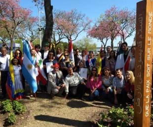 foto: Inauguraron el segundo Poste de la Paz en la Costanera