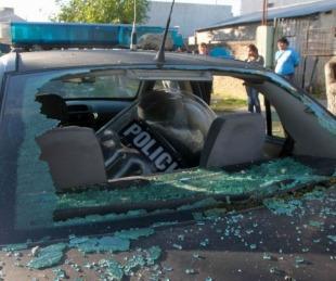 foto: Seguidores de un grupo de cumbia apedrearon un móvil policial