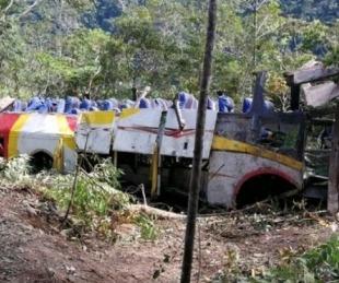 foto: Un colectivo cayó por un precipicio y murieron al menos 25 personas