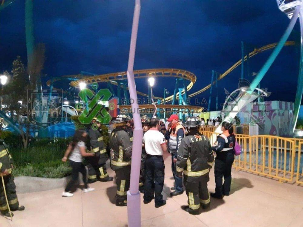 foto: Pánico en un parque de diversiones: niños y adultos quedaron varados