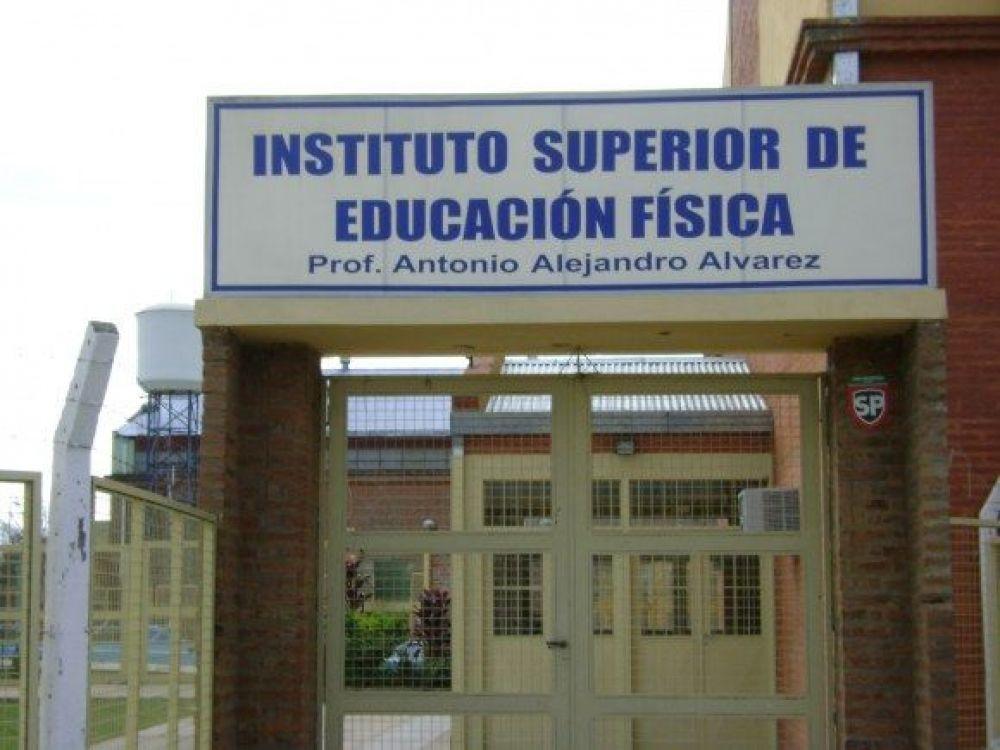 foto: Denuncian irregularidades en títulos y manejos de la cooperadora