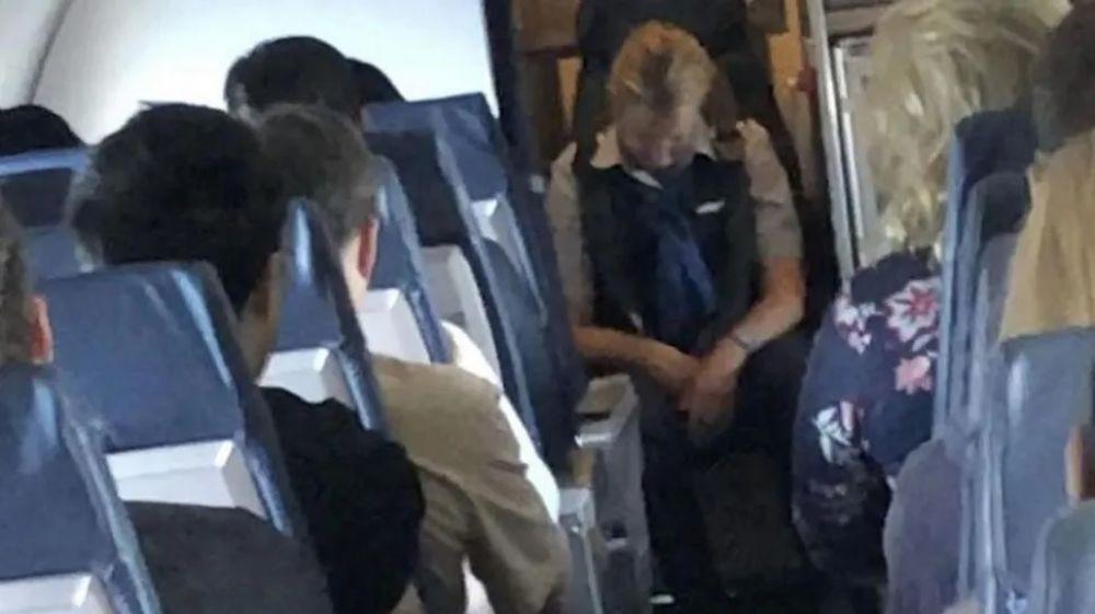 foto: Detuvieron a azafata por subirse borracha al avión