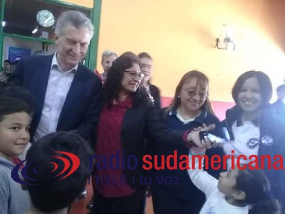 foto: Macri visitó un supermercado, una escuela y un museo
