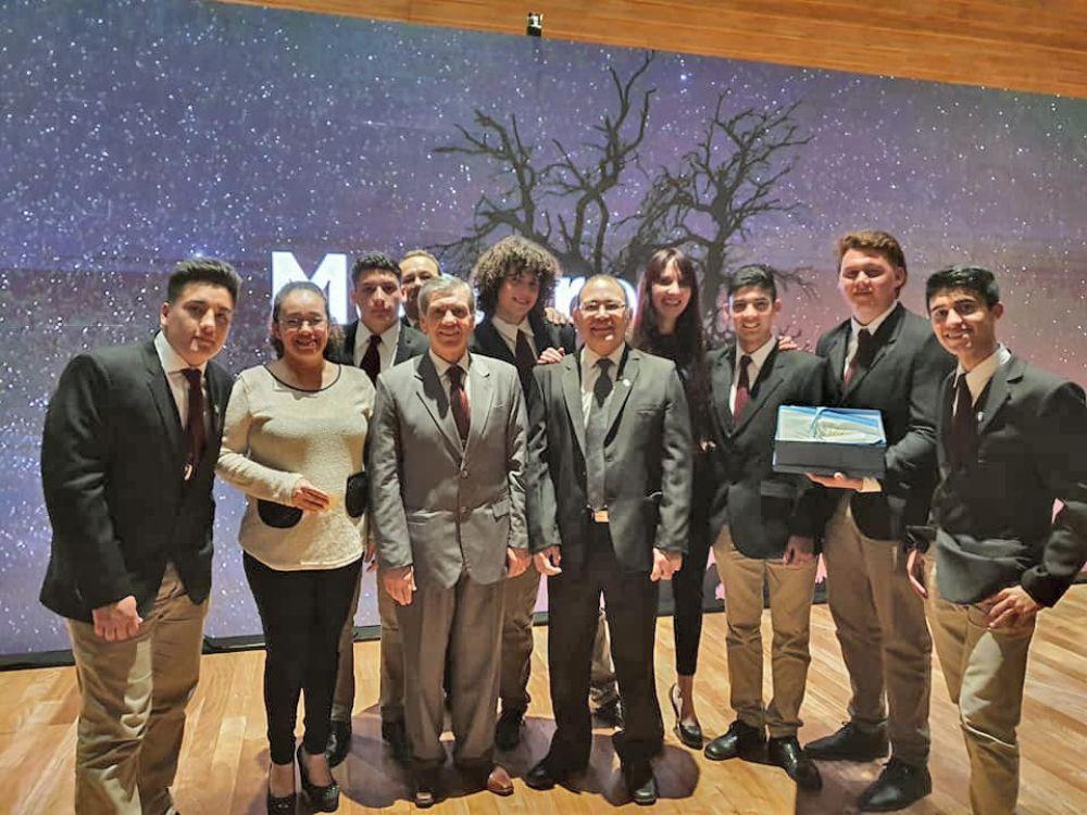 foto: Escuela de Bella Vista en el podio de Maestros Argentinos