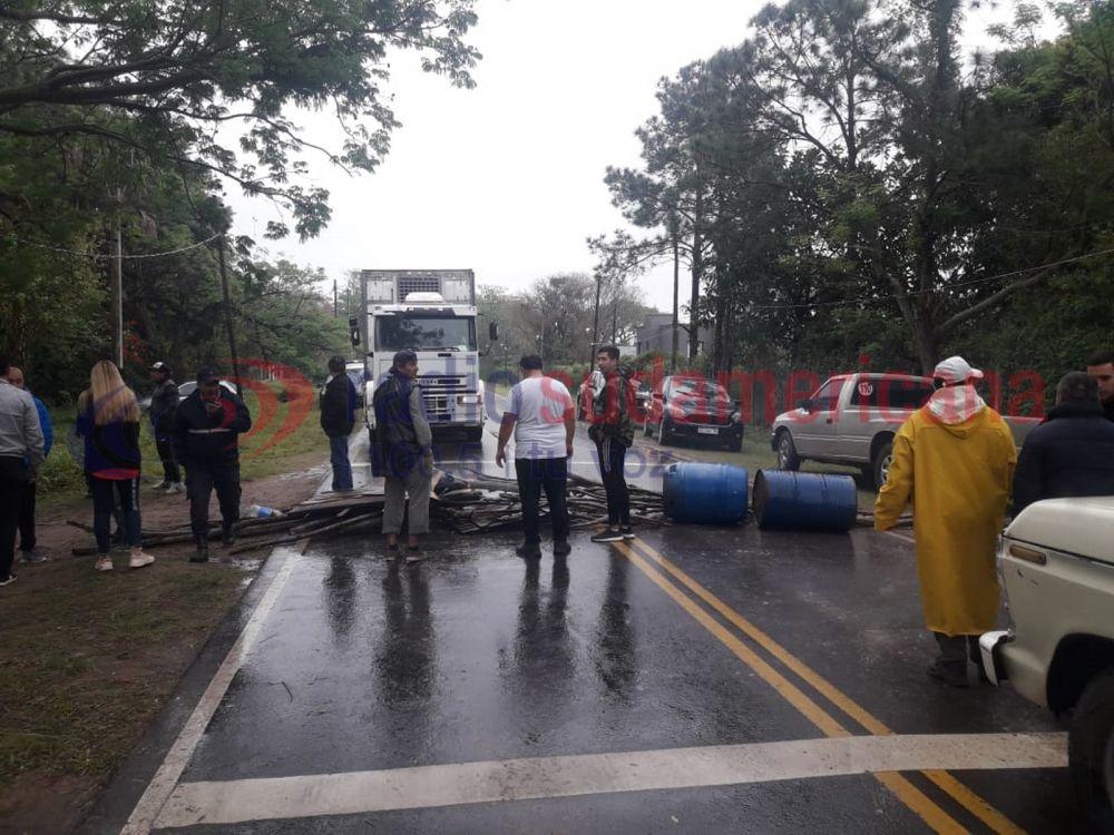 foto: Tensión en Santa Ana: se negaron al desalojo y cortaron la ruta
