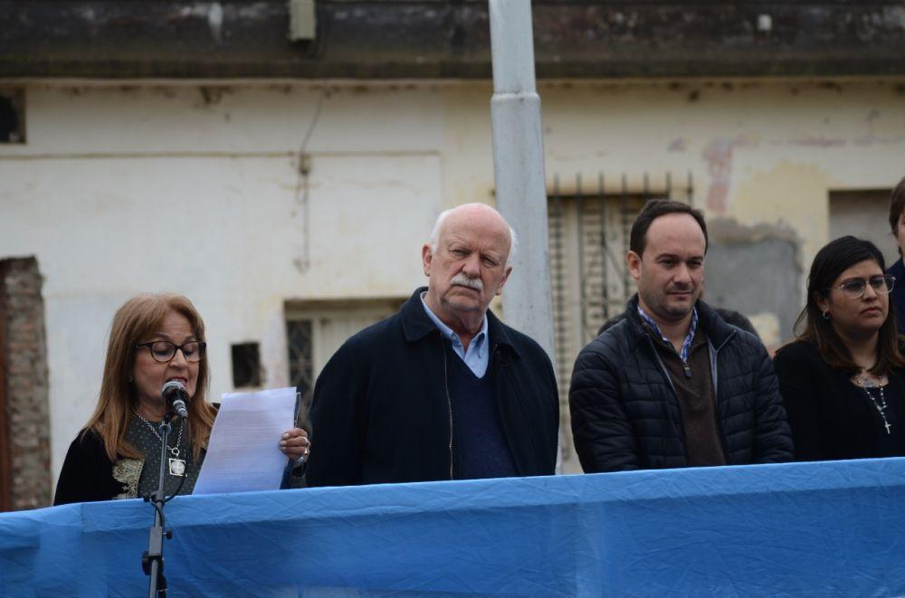 Sentido acto en homenaje a Sarmiento por el Día del Maestro