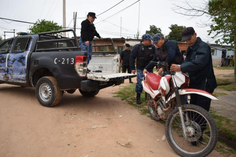 foto: Demoraron a 40 personas y secuestran 84 motos en operativos