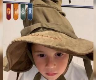 foto: Mateo se probó el sombrero seleccionador, se enojó por la