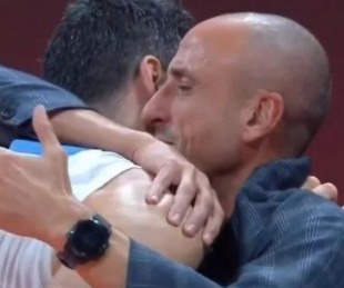 foto: Argentina-Francia: el emotivo abrazo del alma de Scola y Ginóbili