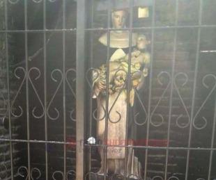 foto: Incendio destruyó ermita de Santa Rosa y la imagen quedó intacta
