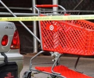 foto: Transportan un cadáver por la calle en un carrito de supermercado