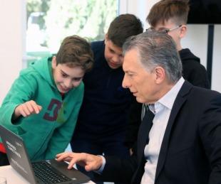 foto: Macri recibió a los alumnos de la Escuela Belgrano tras el premio