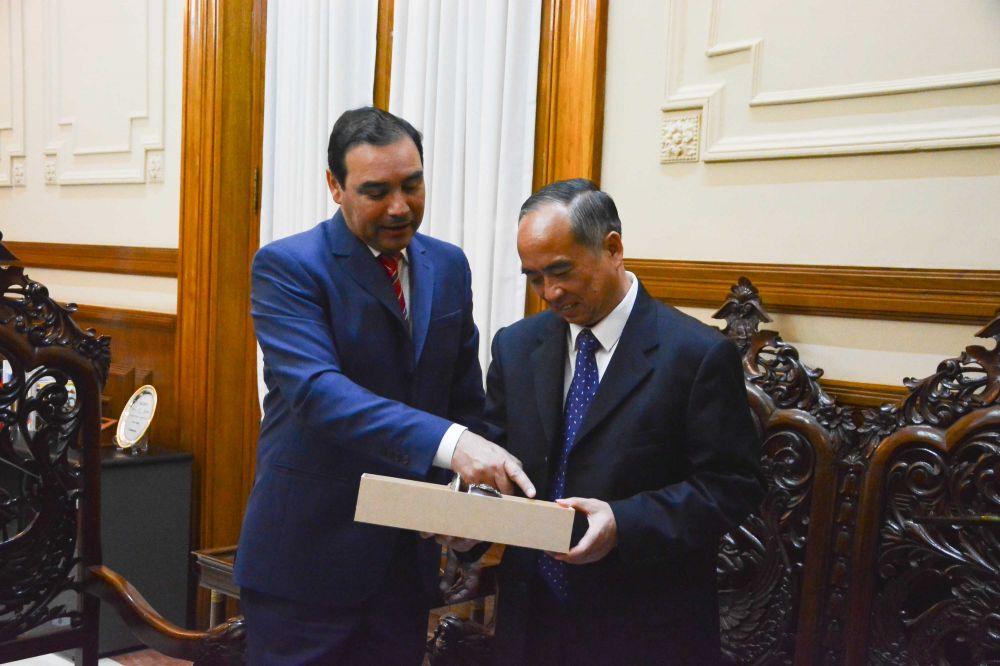 foto: El Gobernador Valdés recibió a funcionarios y empresarios chinos