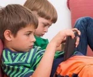 foto: ¿A qué edad deberían empezar a usar pantallas los chicos?