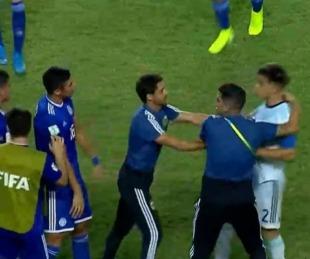 foto: La escandalosa pelea del final entre Argentina y Paraguay