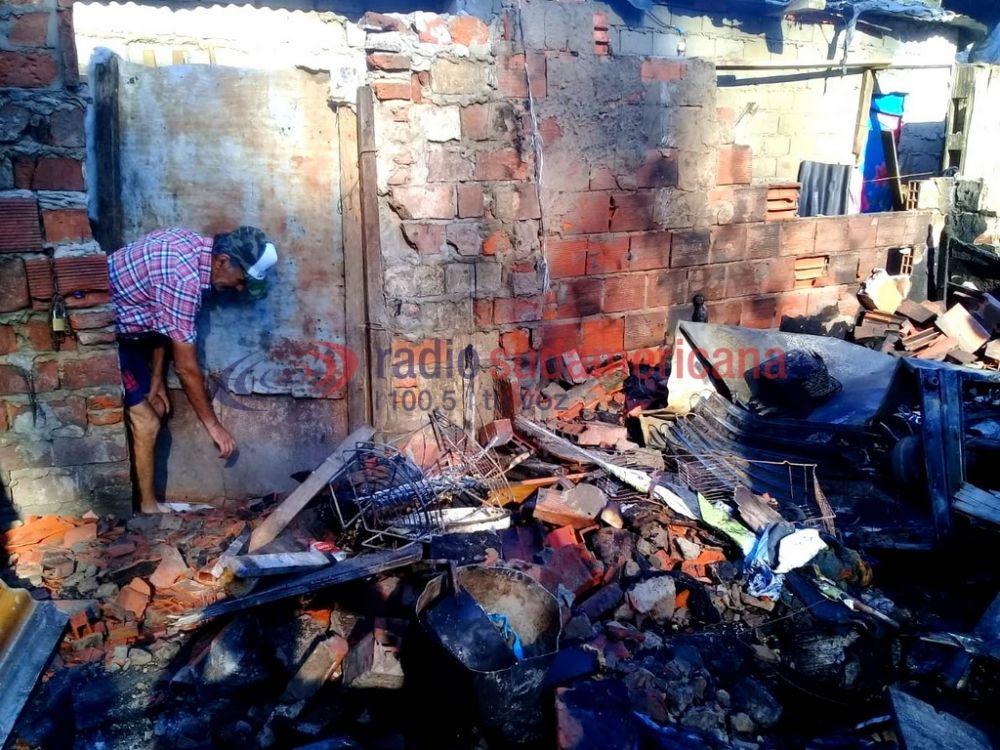 foto: Sufrió incendio de su casilla y perdió todo: tiene 8 hijos y 4 nietos