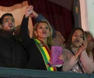 foto: Bolivia: la senadora Jeanine Añez se proclamó presidenta interina