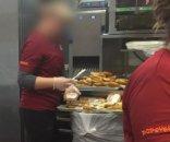 foto: Lo sorprendieron preparando hamburguesas sobre un basurero