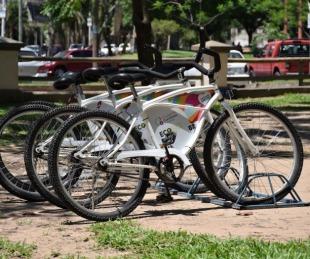 foto: Vecinos y turistas pueden realizar paseos gratuitos en bicicleta por la Costanera