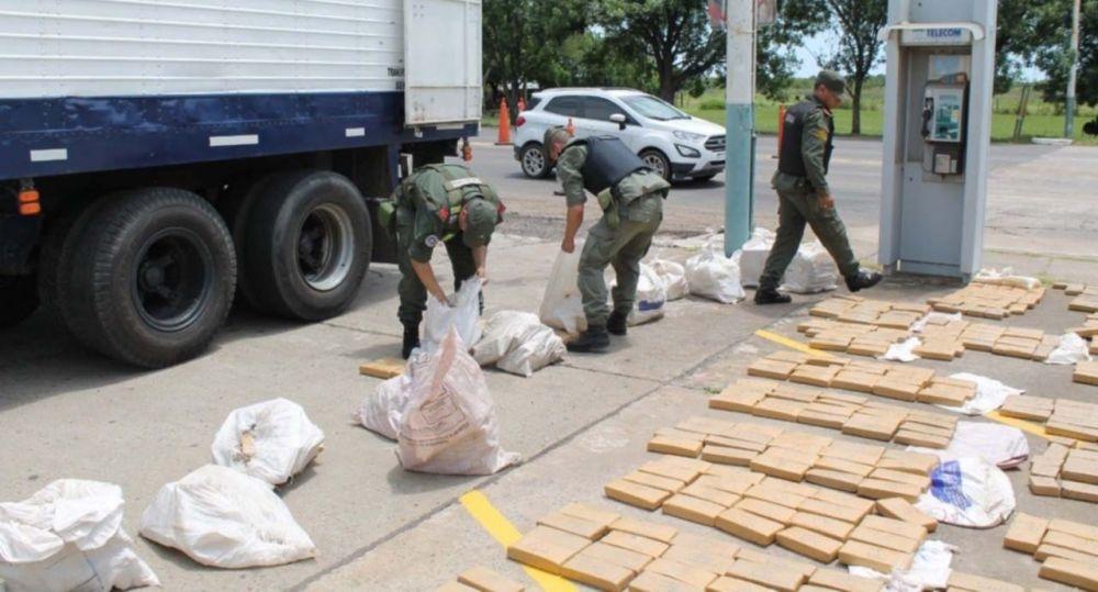 foto: Incautaron más de 740 kilos de droga que iban a Córdoba