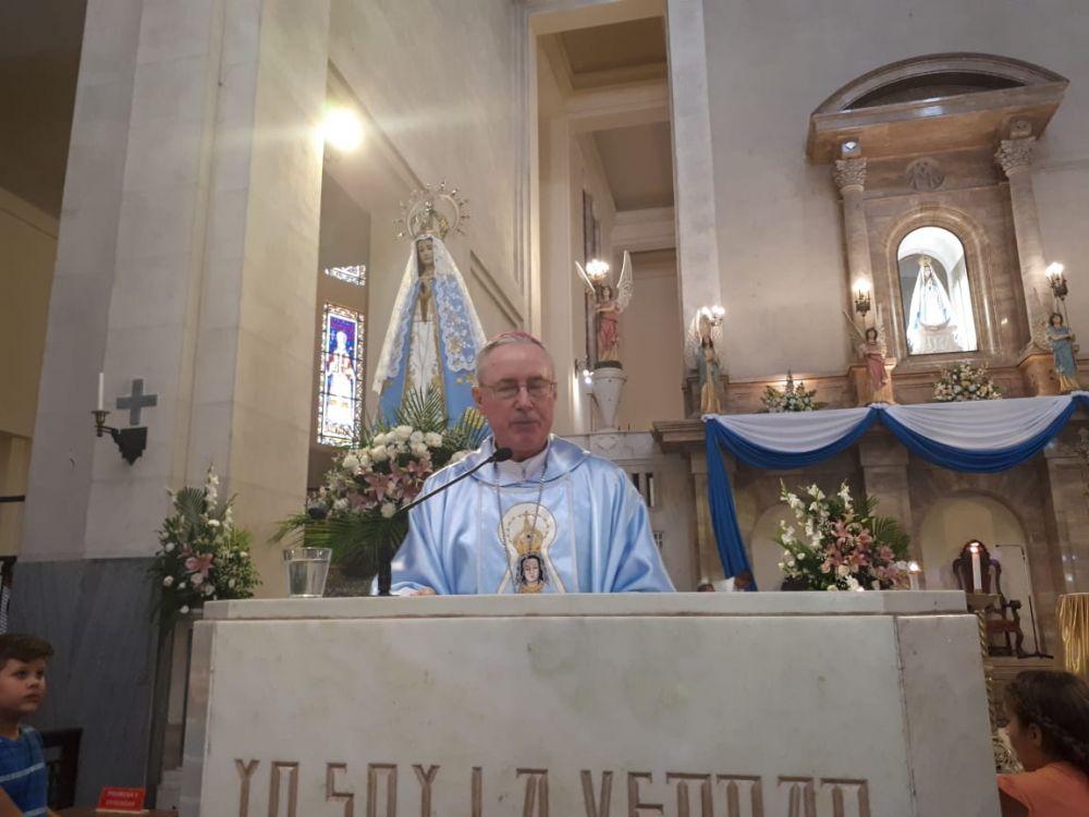 foto: Ovacionaron a Monseñor Stanovnik en su ingreso a la Basílica