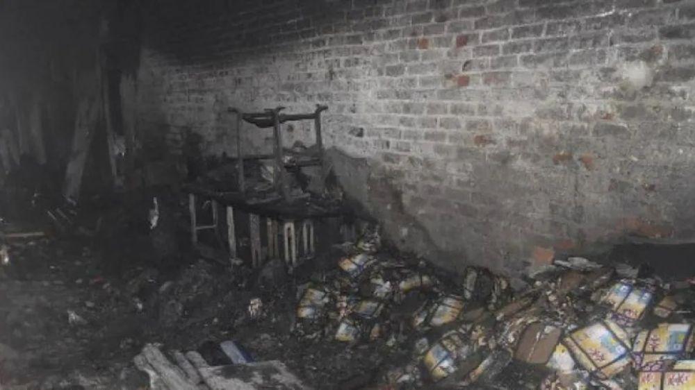 foto: Incendio mató a 43 personas que dormían en una fábrica