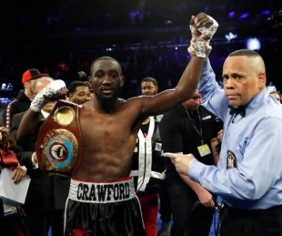foto: Con una brutal ráfaga de golpes, Crawford venció a Kavaliauskas