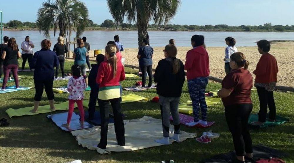Jornada de Yoga al aire libre en la Isla Las Damas