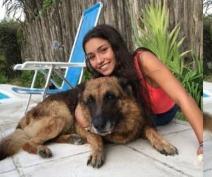 Una joven quiso sacarse fotos con su perro y terminó siendo mordida
