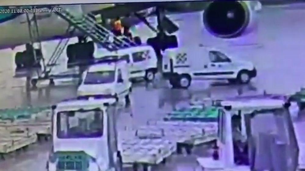 foto: Video: así subieron la droga al avión en la plataforma de Ezeiza