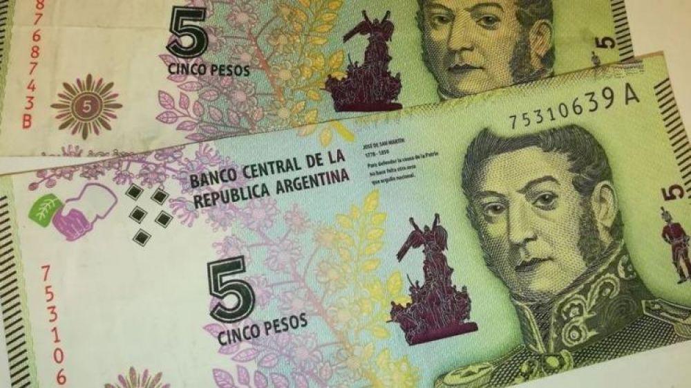foto: Un mes más de vida para el billete de 5 pesos