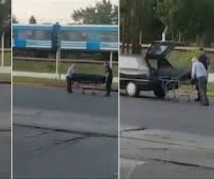 foto: Video: un coche fúnebre perdió el ataúd en una avenida de Merlo